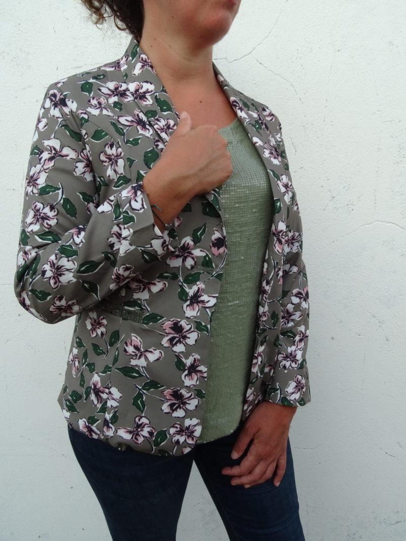Veste de tailleufond taupe kaki à fleurs avec feuillager