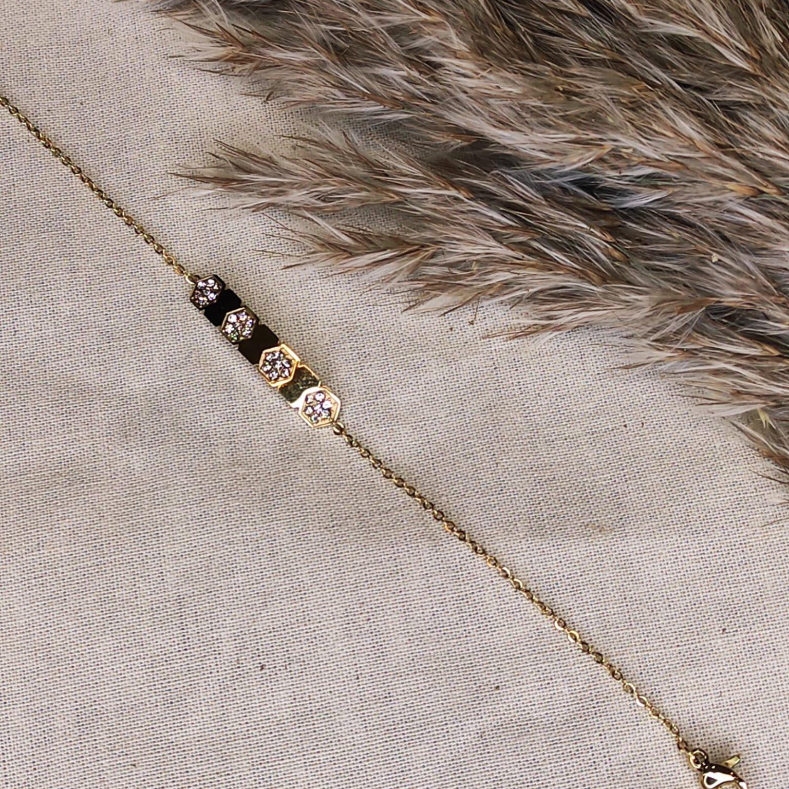 bracelet gourmette doré avec 3 incrustations fleurs strass blanche