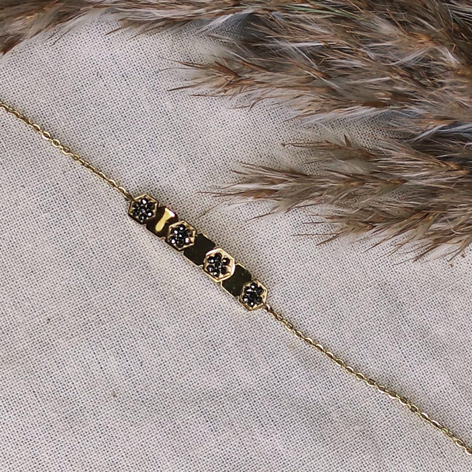 bracelet gourmette doré avec 3 incrustations fleurs strass gris