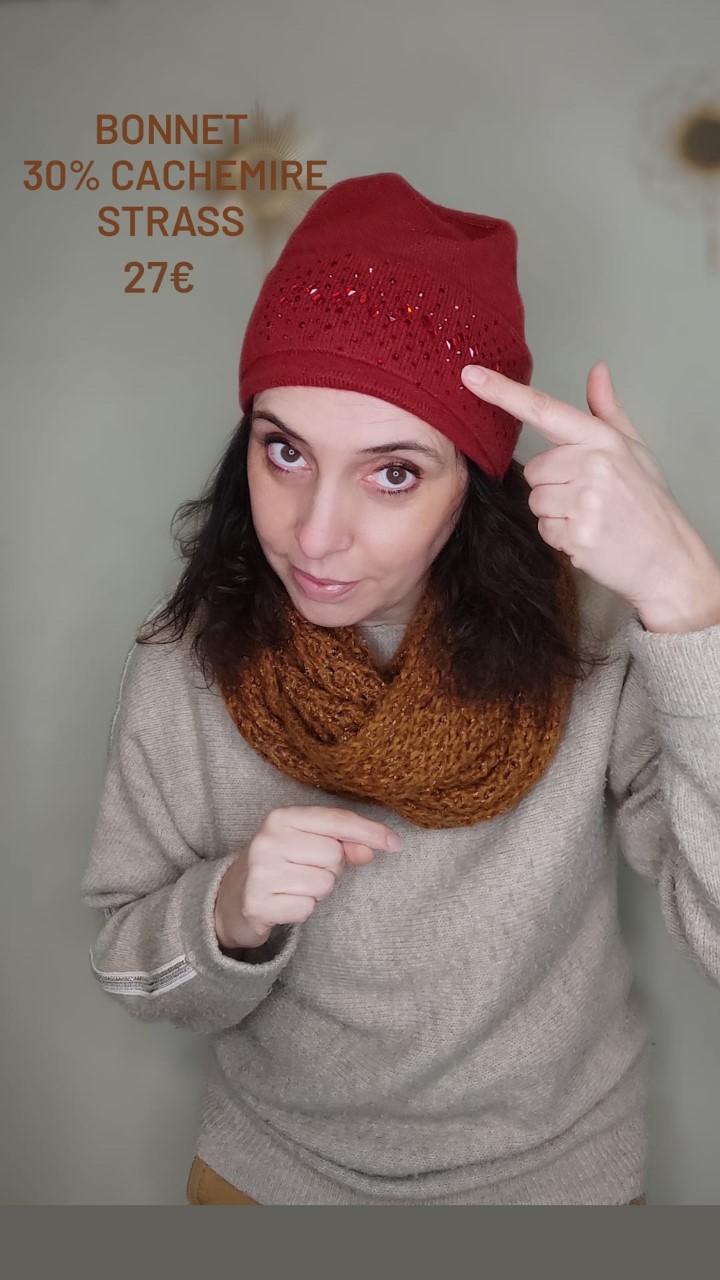 Bonnet rouge en cachemire avec strass rouge